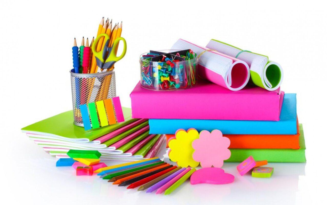 Hộp quà noel là dụng cụ học tập cho các bé