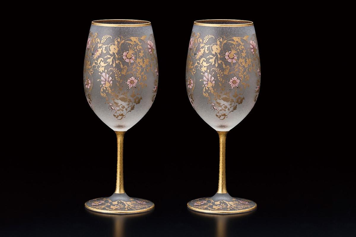 Bộ li uống rượu khảm vàng hoa văn – quà tặng đối tác tuyệt vời