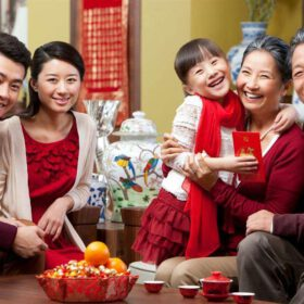 Quà biếu bố mẹ vợ ngày tết 2022 - Gợi ý 11+ món quà HOT hiện nay
