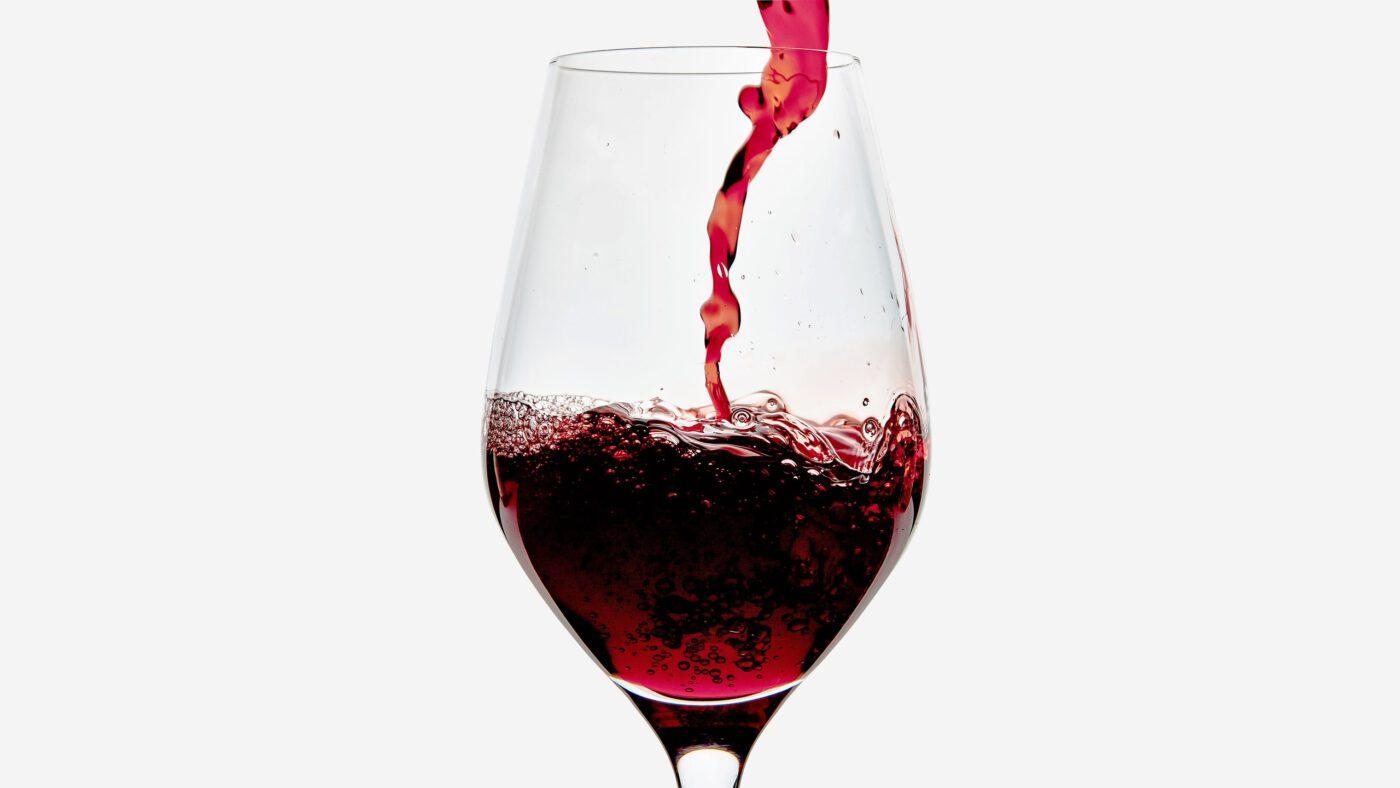 Tặng rượu vang đỏ cho Tết thêm may mắn