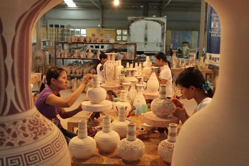 Đồ gốm mang hoa văn truyền thống Việt Nam