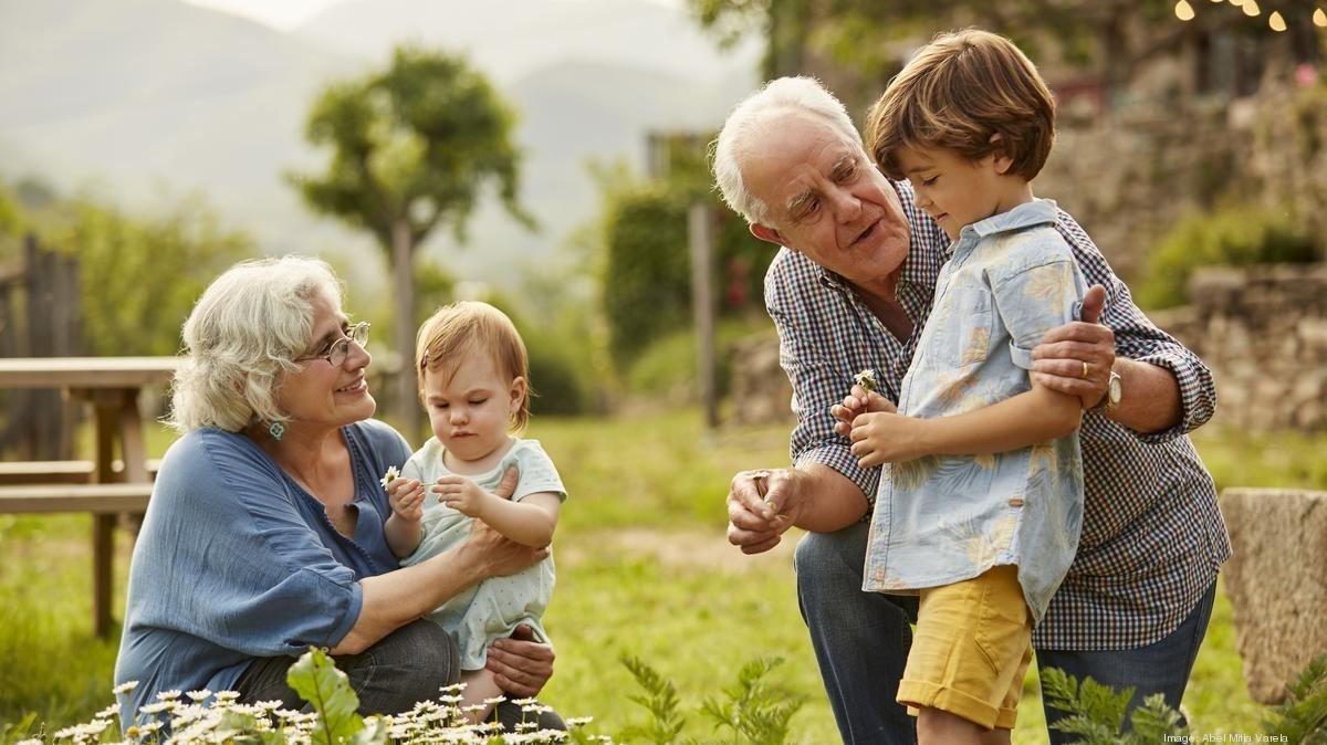 Du lịch cùng với gia đình là món quà ý nghĩa dành cho bố mẹ