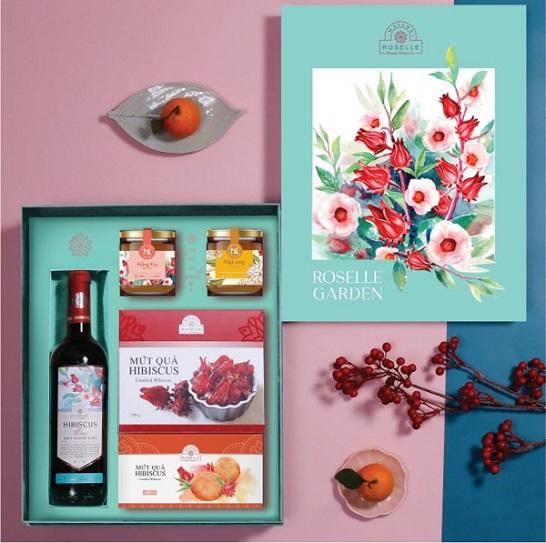 Mẫu hộp quà tết ROS-08 là một bức tranh thu nhỏ về vườn hoa Hibiscus