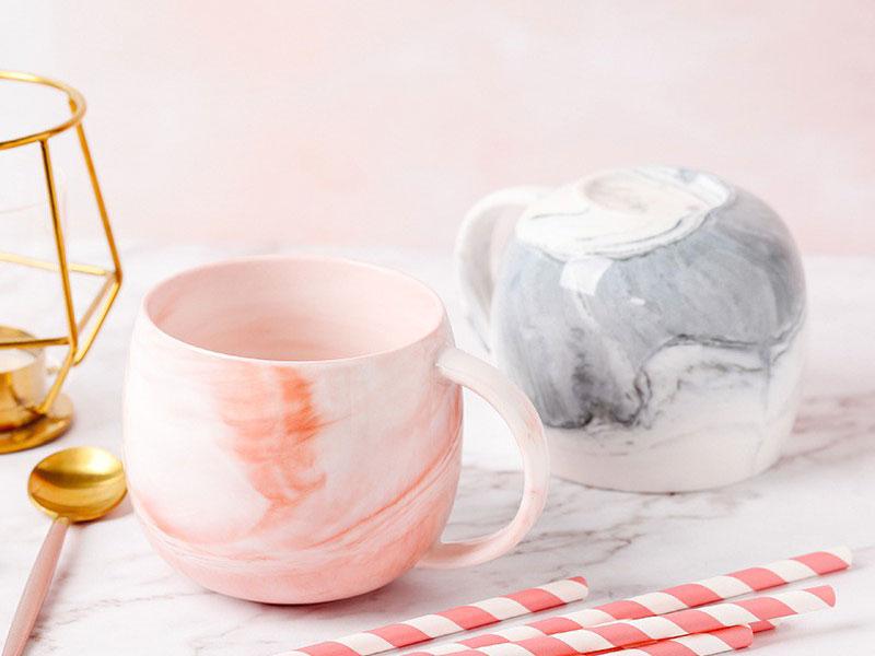 Những đồ vật như ly và tách thường có nghĩa là sự chia ly và xa cách.