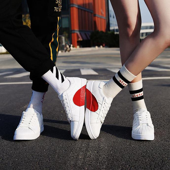 Tặng giày dép còn khiến người ấy dễ dàng đi xa khỏi bạn hơn