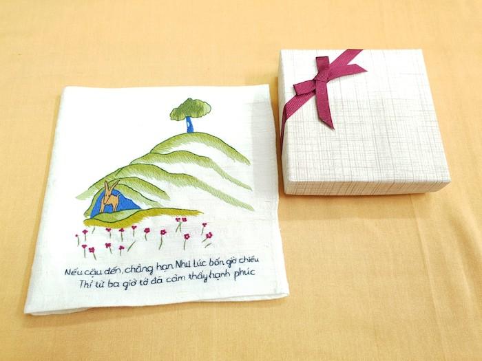 Trong tình yêu, việc cặp đôi tặng khăn tay cho nhau như dự đoán trước sự lìa xa.