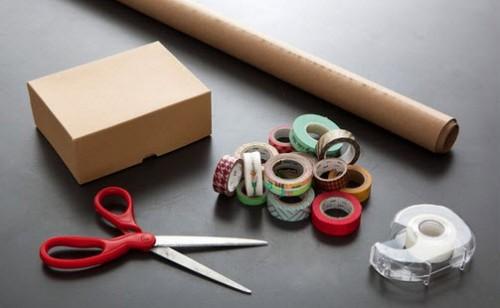 Nguyên vật liệu cầ chuẩn bị để gói quà không cần hộp